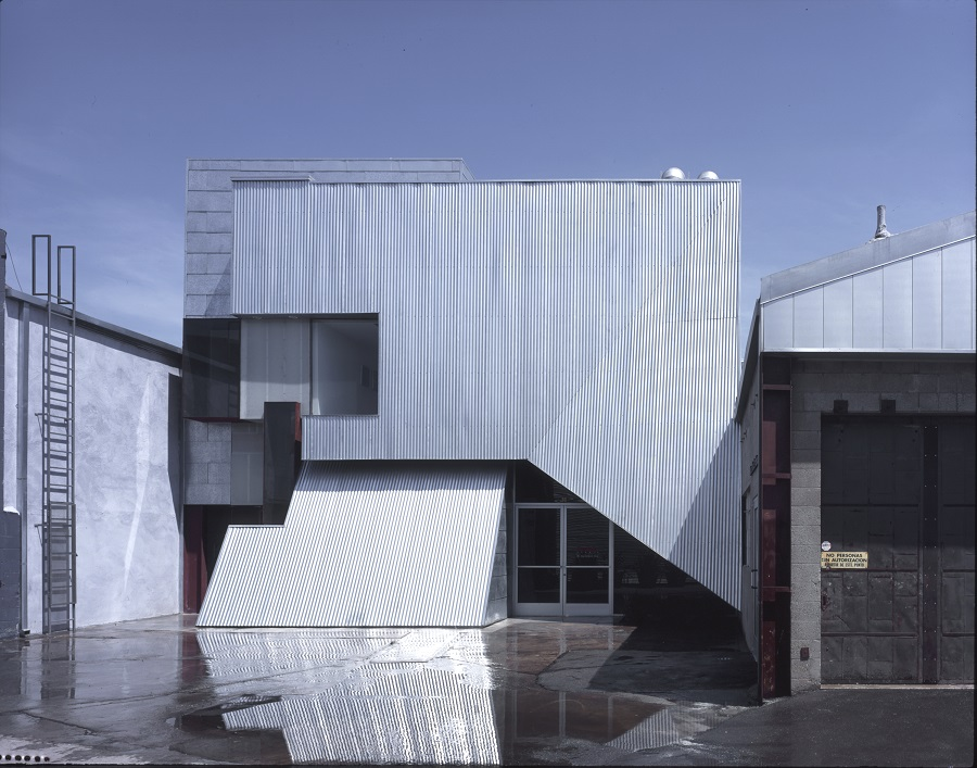 Brooks + Scarpa Architects, Bergamot Artist Lofts, Santa Monica, California, 1999, photo by Marvin Rand.